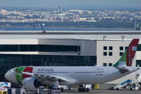 Lisbon Airport Guide - Plane