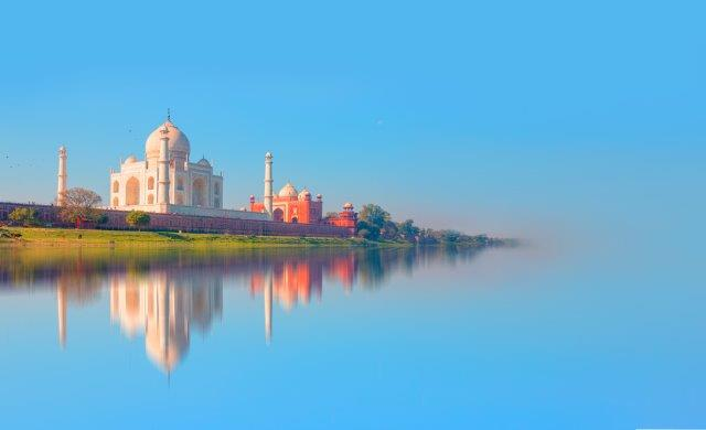 Return flights from Barcelona to New Delhi, India from €341!