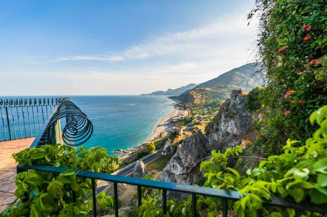 Cheap return flights from Germany to Sicily for just €20!