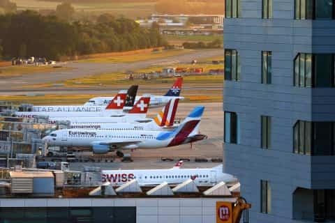 Plane Landing at Zurich - Planes