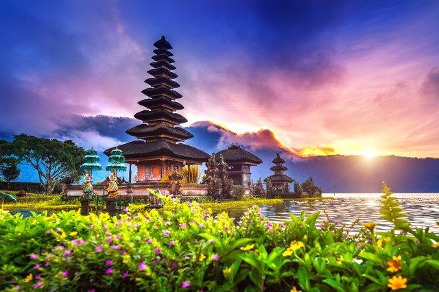 5* Qatar Airways flights to Bali, Indonesia from Amsterdam from €471!